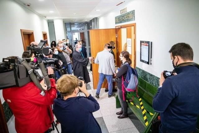 Proces spotkał się z ogromnym zainteresowaniem mediów. Niestety, decyzją sądu, dziennikarze nie mogli pozostać na sali rozpraw.