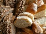 Domowe pieczywo - jak zrobić? Szybkie i proste przepisy na domowe bułki i chleb bez zakwasu [PRZEPISY]