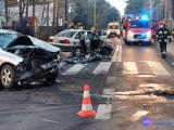 Groźny wypadek we Włocławku. Pasażer opla był zakleszczony [zdjęcia]