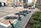 Hulajnogi na parkingi. W Lublinie powstanie kolejnych 80 takich miejsc. Zobacz gdzie [LISTA]