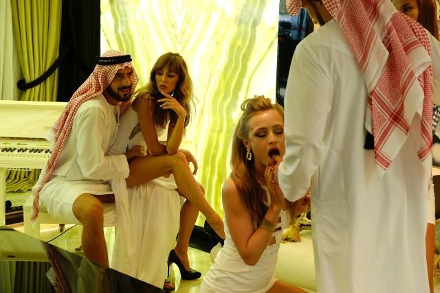 """Premiera filmu Dziewczyny z Dubaju zagrożona?! Film """"Dziewczyny z Dubaju"""" trafi do kin jesienią. Doda mówi, że film o seksaferze """"Dziewczyny z Dubaju"""" będzie mocny."""