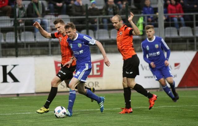 Ostatnie derby zakończyły się triumfem Miedzi 2:1. Na listę strzelców wpisał się wtedy Wojciech Łobodziński (w niebieskim stroju).