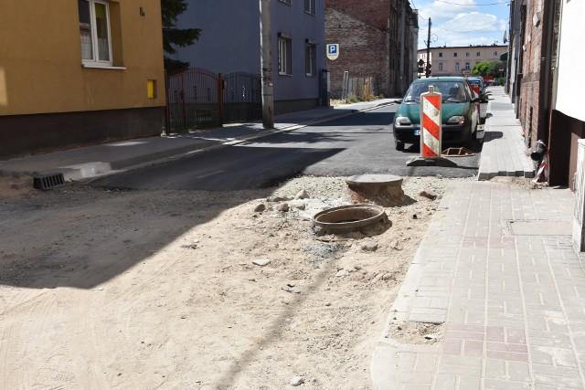 Między Poznańską i Notecką położono asfalt, dalej wciąż piach