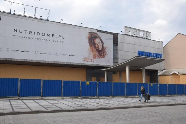 Jaka przyszłość czeka dom handlowy Merkury w Częstochowie?Zobacz kolejne zdjęcia. Przesuwaj zdjęcia w prawo - naciśnij strzałkę lub przycisk NASTĘPNE