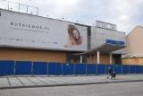 Częstochowa: Dom Handlowy Merkury ogrodzony i zabity deskami. Koszmarek w centrum dużego miasta