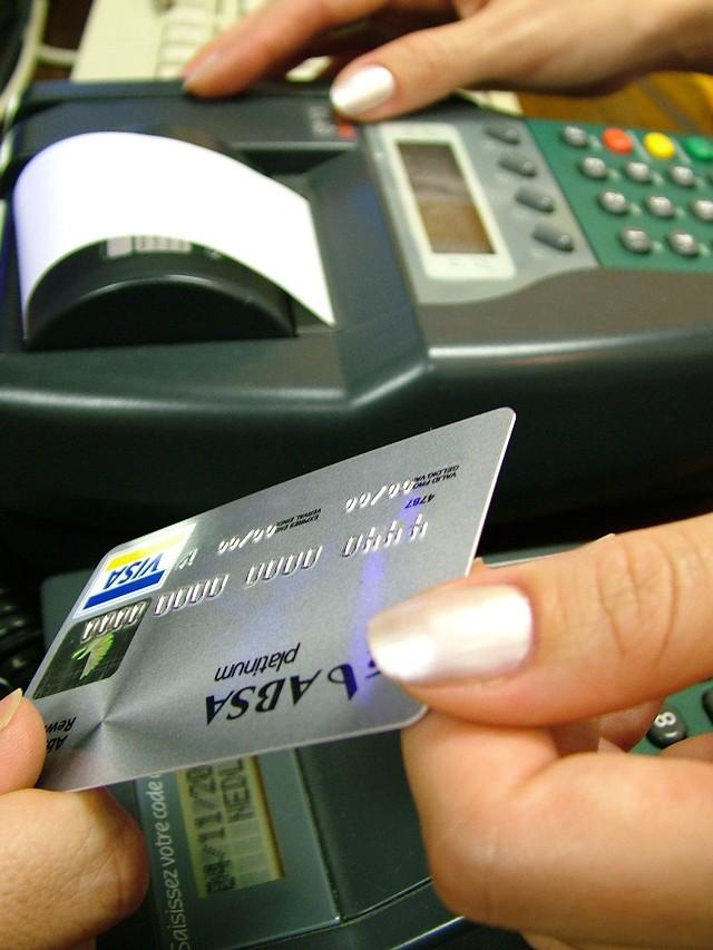 Opłaty interchange. Jeśli banki same nie dojdą do porozumienia, Ministerstwo Finansów może odgórnie wprowadzić limity