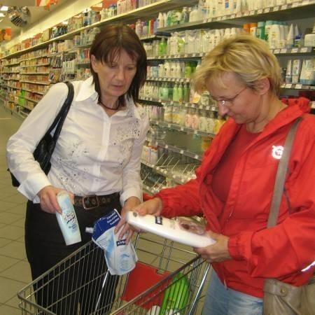 Słubiczanki Emilia Sasin (z prawej) i Anna Mikos we Frankfurcie najczęściej kupują kosmetyki i chemię