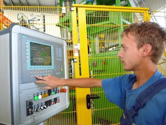 Michał Pałągiewicz z Lubska jest w firmie od samego początku. Cieszy się,  że jako inżynier znalazł pracę w zawodzie (fot. Lucyna Makowska)