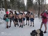 Łódzkie. 16 śmiałków ze Skierniewic weszło wczoraj na Śnieżkę jedynie w krótkich spodenkach! Wszystko by pomóc bliźniaczkom!