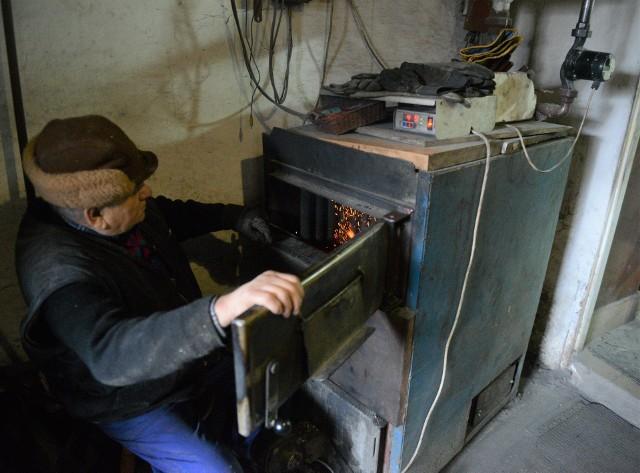 Takich starych pieców, tzw. kopciuchów, jest jeszcze w Polsce około 3,5 miliona. Jest szansa na ich wymianę