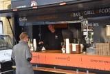 Zlot food trucków w Opolu. Na opolskim Rynku trwa Food Fest. Są pyszności z całego świata. Także dla wegan
