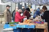 Ceny popularnych owoców i warzyw na bazarach w Kielcach we wtorek 30 marca [ZDJĘCIA]