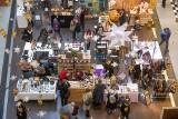 W poznańskich galeriach handlowych duży ruch przed świętami. To ostatnie chwile na kupienie prezentu i zrobienie zakupów przed Wigilią
