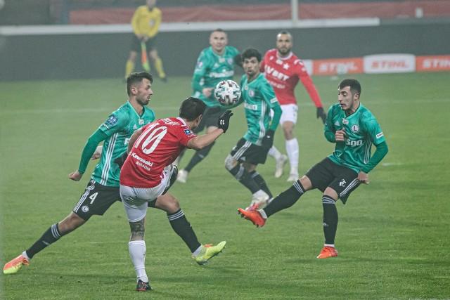 W rundzie jesiennej Legia (zielone koszulki) pokonała w Krakowie Wisłę 2:1. Jak będzie teraz?