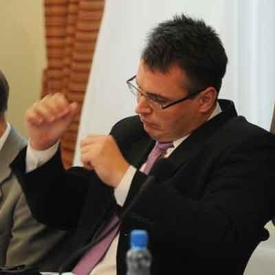 Podczas sesji dochodziło do licznych spięć. Atakowany przez PiS prezydent Kubicki mocno się odcinał.