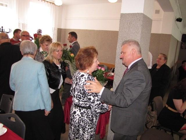 Po udzieleniu absolutorium były gratulacje, kwiaty, życzenia dalszej owocnej pracy.