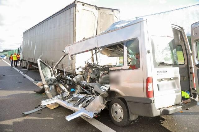 Do tragicznego wypadku doszło we wtorek 29 marca na S3 na odcinku Sulechów - Świebodzin. W tył ciężarówki uderzył rozpędzony bus ford.