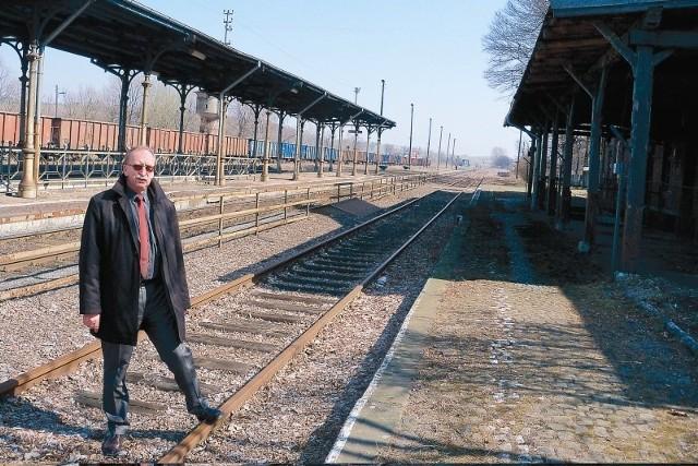 Burmistrz Jan Woźniak na razie jest umiarkowanym optymistą w kwestii przejęcia mienia od PKP: - Uwierzę jak zobaczę!