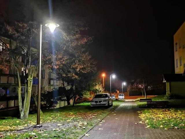 Nowe latarnie już świecą na niektórych przysuskich ulicach.