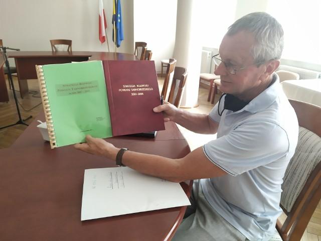 Kazimierz Błasiak przypomina, że powiat tarnobrzeski korzystał już ze strategii rozwoju na lata 2001 - 2006 , 2007 - 2015  oraz 2015 - 2020