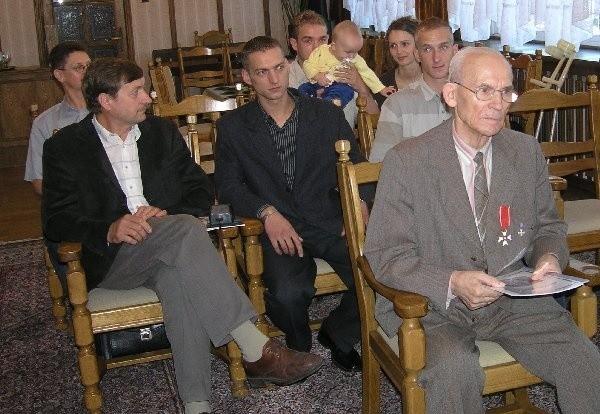 Pułkownik Tadeusz Karpeta z rodziną -  Tadeuszem Myszkowskim, wnukami  Sewerynem i Markiem oraz Robertem z żoną  Moniką i prawnuczką Amelką.
