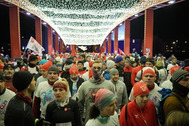 W stolicy Wielkopolski nocne biegi są rzadkością, zwłaszcza te wytyczone na ulicach w ścisłym centrum Poznania. Nic dziwnego, że niektórzy z uczestników byli podekscytowani, że przebiegną 10 km w wyjątkowej atmosferze. Na dodatek rok temu Bieg Powstania Wielkopolskiego się nie odbył, ponieważ organizatorzy nie otrzymali zgody policji.Kolejne zdjęcie --->
