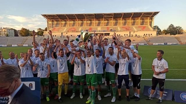 Tak niedawny trzecioligowiec, a obecnie już beniaminek II ligi, KKS Kalisz świętował zdobycie Totolotek Pucharu Polski na szczeblu Wielkopolskiego ZPN, wywalczonego na własnym boisku po zwycięstwie nad Polonią Środa 1:0 (1:0)