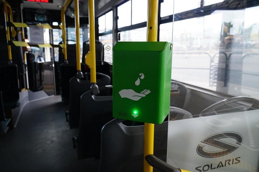W strefie żółtej i czerwonej podróż transportem publicznym...