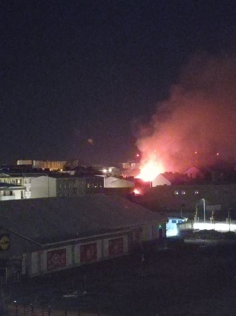 Pożar kamienicy przy ul. Długiej w Słupsku. Ewakuowano mieszkańca