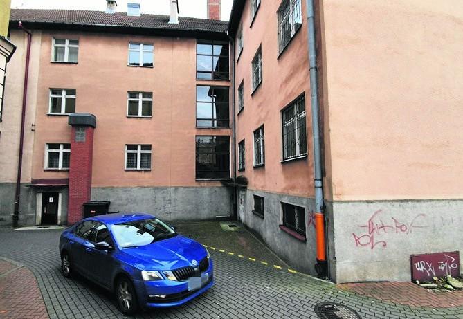 Urząd marszałkowski ogłosił trzeci już przetarg na sprzedaż pokaźnego budynku przy ul. Wojska Polskiego w Słupsku