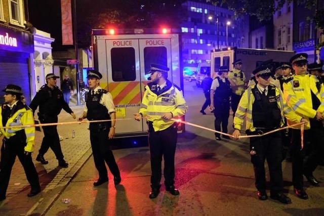Atak w Londynie 19.06.2017 Przed meczetem samochód wjechał w grupę ludzi