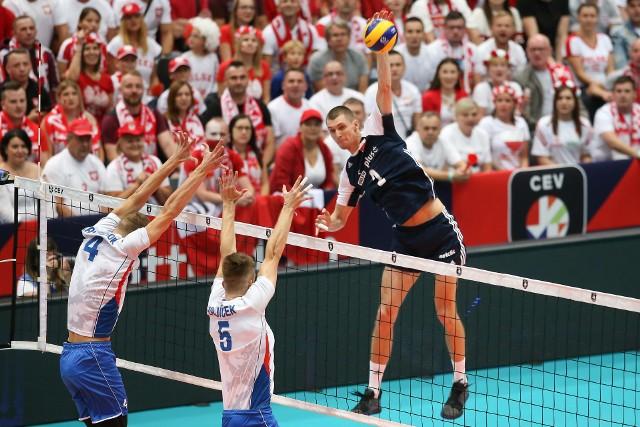 Polacy dokonali formalności i zapewnili sobie awans do 1/8 finału mistrzostw Europy. W poniedziałek przy ponownie w połowie wypełnionej polskimi kibicami hali w Rotterdamie zmiażdżyli Czechów 3:0.