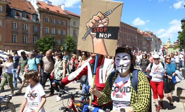 Protest antyszczepionkowców w Warszawie