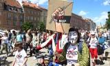 Protest antyszczepionkowców w Warszawie [ZDJĘCIA]