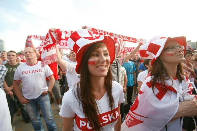 Euro 2012 - Strefa Kibica w Katowicach. Tak bawiliśmy się pod Spodkiem podczas meczu Polska - Grecja osiem lat temu.  Zobacz kolejne zdjęcia. Przesuwaj zdjęcia w prawo - naciśnij strzałkę lub przycisk NASTĘPNE