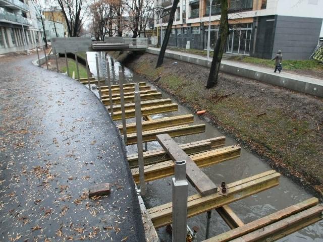 """Przebudowa Plant w KielcachFirma """"Jawal"""" z Kielc nie dokończyła przebudowy Plant, od Sienkiewicza do Solnej, robotnicy zeszli z budowy i nie wiadomo kiedy wrócą."""