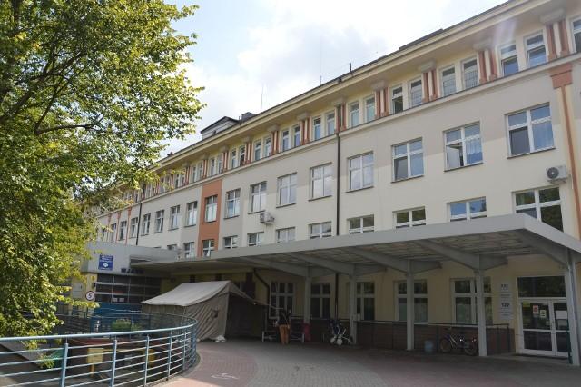 Szpital w Stalowej Woli, gdzie po wielu miesiącach wrócił koronawirus