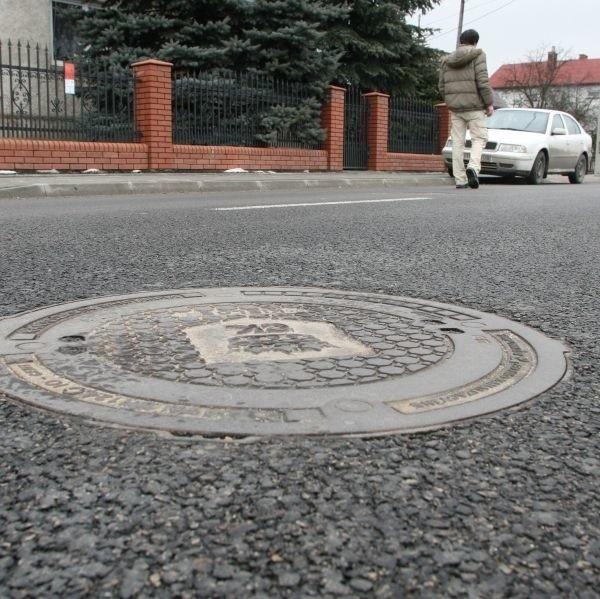 Właściciele posesji przy ulicy Domaszowskiej w Kielcach będą musieli wnieść opłatę do Urzędu Miasta z powodu wzrostu wartości ich działek. Nieruchomości przy tej ulicy są więcej warte, ponieważ wybudowano kanalizację sanitarną i ulicę.