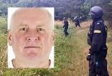 Zabójstwo w Borowcach. Pogrzeb zabitej rodziny może wywabić mordercę z kryjówki. Jacek Jaworek jest poszukiwany