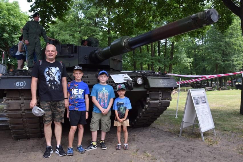 Mnóstwo osób chciało mieć zdjęcie z czołgiem. Ale to była...