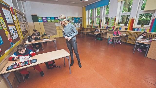 W SP nr 6 w Koszalinie wczoraj pojawiło się tylko kilkoro dzieci na zajęciach opiekuńczo-wychowawczych  poprowadzonych przez nauczyciela