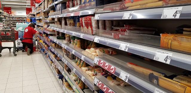 Sklep Auchan w Katowicach przy ul. Panewnickiej, wtorek 3 marca 2020Zobacz kolejne zdjęcia. Przesuwaj zdjęcia w prawo - naciśnij strzałkę lub przycisk NASTĘPNE