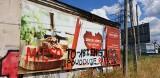 """Mięso to katastrofa. W Łodzi ktoś """"poprawia"""" reklamy przy trasie W-Z. Troska o klimat czy wandalizm? 30.07.2021"""