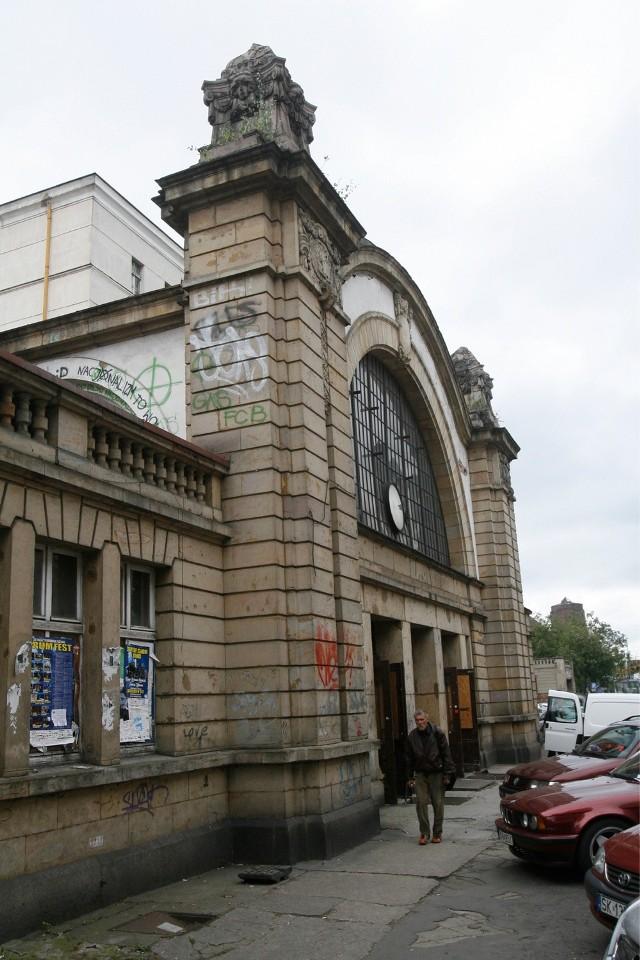 Stary dworzec w Katoicach czeka na dobry pomysł wykorzystania i szybką realizację