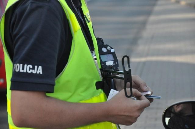 Policjanci ze słubickiej drogówki zatrzymali mężczyźnie prawo jazdy na trzy miesiące.