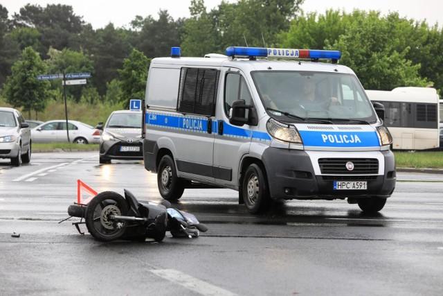 W wyniku tego wypadku zginął motocyklista. Samochodem osobowym podróżowały dwie osoby