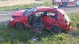 Poważny wypadek w Kurozwękach. Bus zderzył się z autem osobowym. Pięć osób w szpitalu, w tym dwie w ciężkim stanie