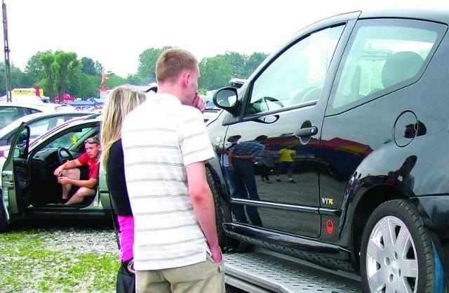 Skąd najczęściej przywozimy auta na lawetach do PolskiGiełdy samochodowe cieszą sie dużą popularnością.