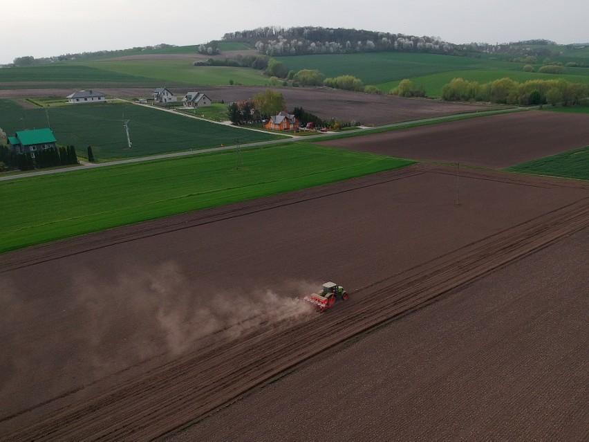 Z początkiem pięknej wiosny podkarpaccy rolnicy wyjechali na...