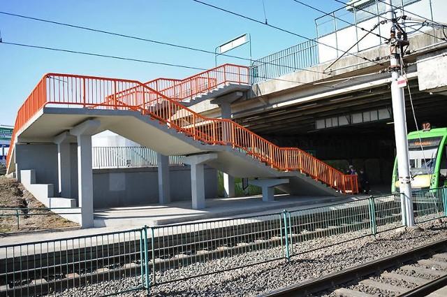 Słowiańska powinna być zielona, ale w czasie prac barierki pomalowano na pomarańczowo.